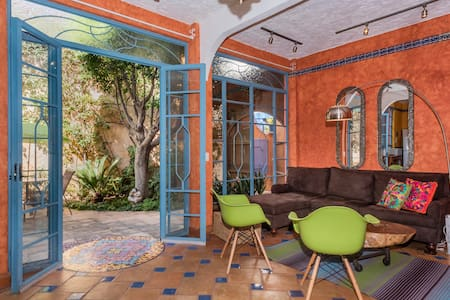 Om Sweet Home - 2 bd / 2.5 bath filled w/color! - San Miguel de Allende