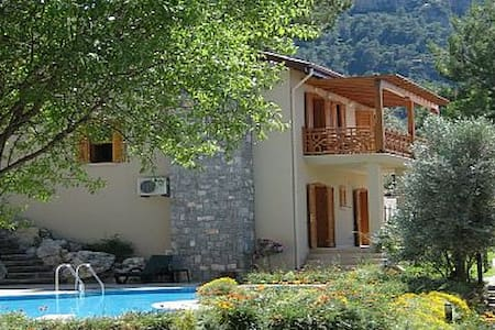 Beautiful spacious villa with pool - Yeşilüzümlü