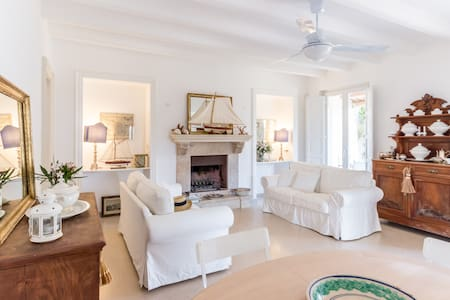 Charming Villa 50mt from the beach
