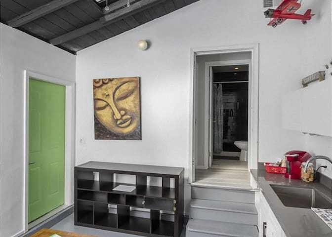 2 Bed/1Bath/Kitchenette Unit in South SF (Green)