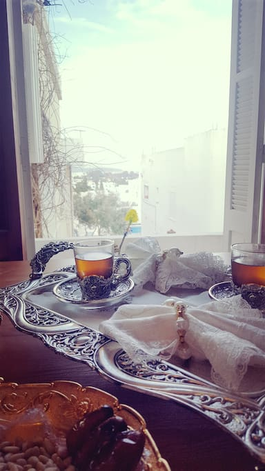du thé à la menthe pour vous recevoir à la tunisienne