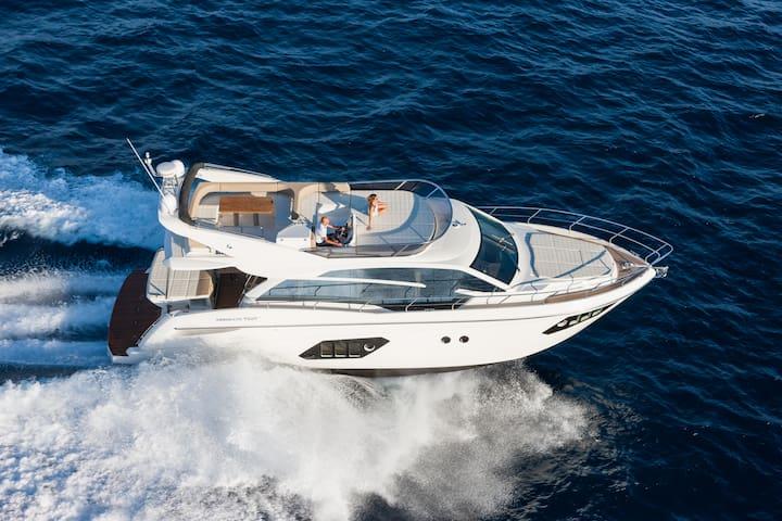 Sleep & Cruise in a Luxury Yacht