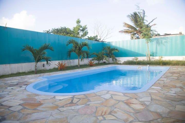 自带停车位,私人泳池,巨大的后花园,15分钟到超市 - Grand Gaube - Hus