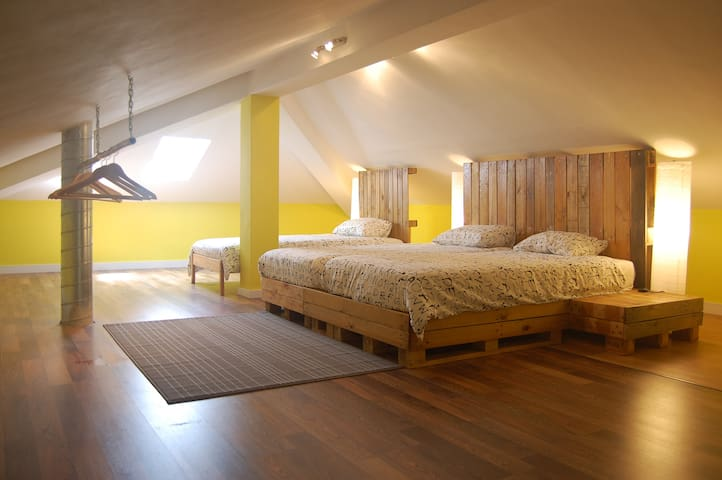 The Maverick - Triple Attic Room - Lourinhã - Bed & Breakfast