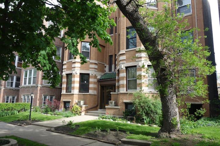 Spacious 1915 Condo near Lake! - Chicago - Apto. en complejo residencial