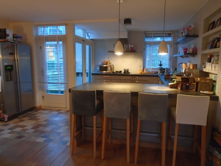 Open kitchen with bar and Americam fridge