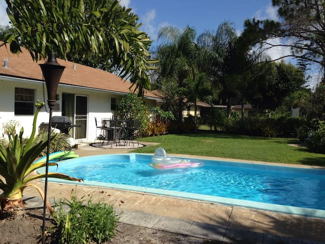 Tropical Pool Garden Bungelow - Fort Pierce - Casa
