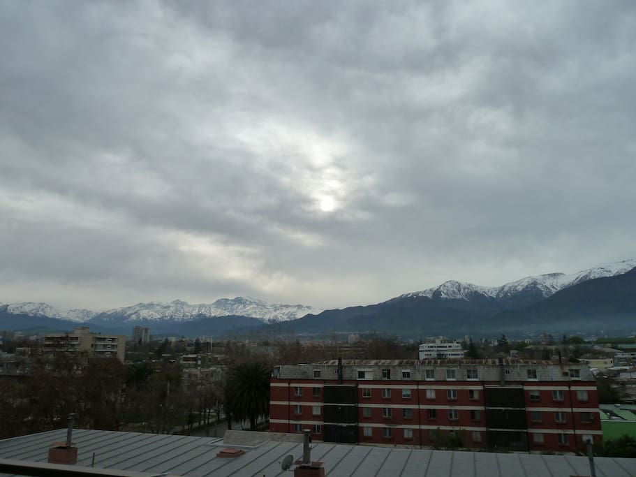 This is the view from the balcony after the rain, no buildings infront and the gorgeous Cordillera de los Andes.
