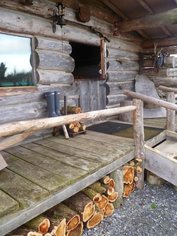 Authentic Log Cabin - Coole