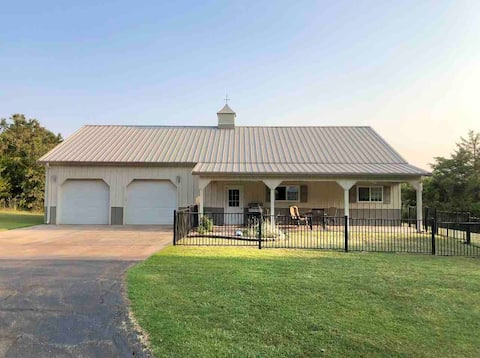 Peaceful 2 bedroom home in the country with pool