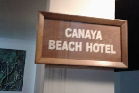 A hotel boardering the beach - Wadduwa
