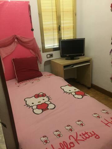 Habitación individual con cama de 1,05 - Madrid - House