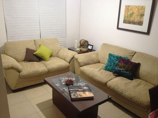 Habitación cerca de Zona Industrial / Ind. Zone - Los Lagos - Maison