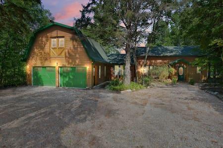 Luksa Lodge on Commanda Lake