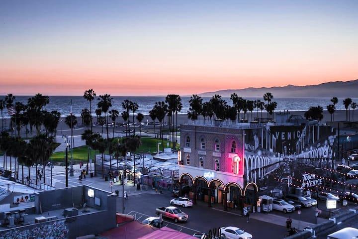 4 Bed LA / Marina - Panoramic Ocean Views!