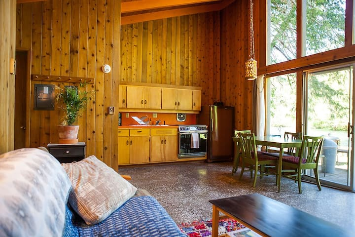 LOLOMA LODGE - Riverfront Cabin #4