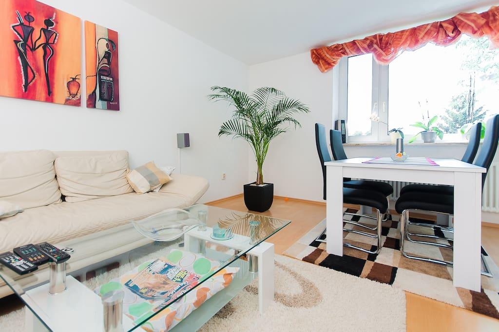Das Wohnzimmer zur gemeinsamen Nutzung / Living room you can share with us