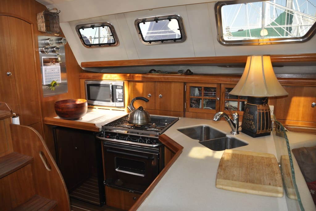 Fully equipped Galley; stove, frig, freezer, microwave, coffee pot...