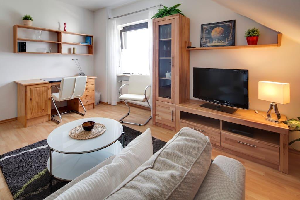 moderne 2 zimmer dachgescho wohnung mit wohnk che wohnungen zur miete in m nchen bayern. Black Bedroom Furniture Sets. Home Design Ideas