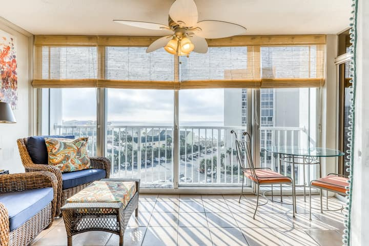 Ocean view, family-friendly home w/ balcony, shared pool & private beach access!