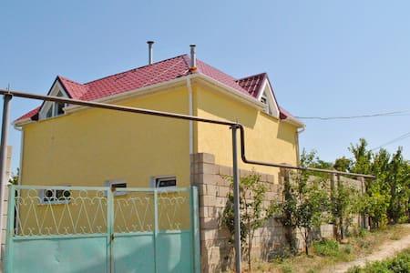 Уютный Таунхаус у моря - Staryy Oskol - Apartment