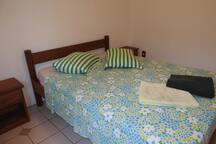 Apt Sampa - Apartamento com dois dormitórios, sala, cozinha e banheiro.