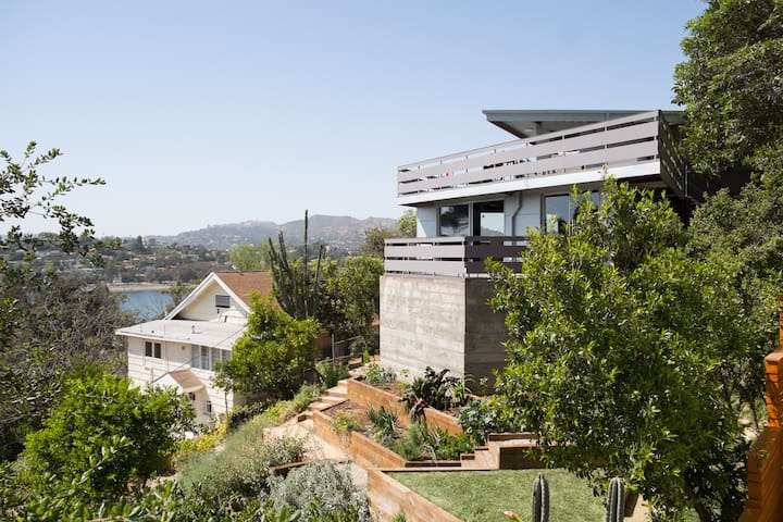 Architectural with Dazzling Views - Silver Lake - Dom