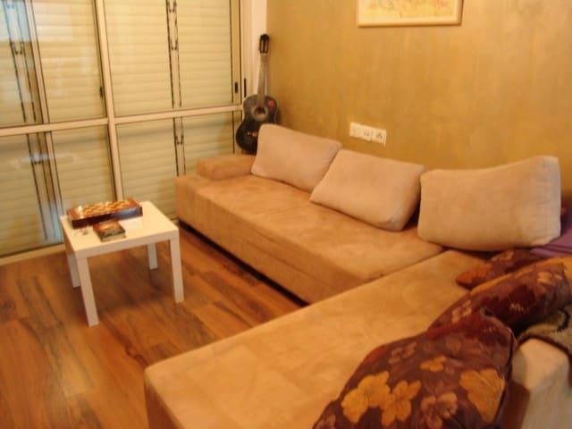 cozy saloon and sofa - Tel Aviv-Yafo - Bed & Breakfast