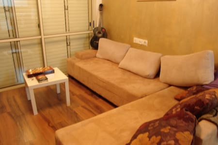 cozy saloon and sofa - Tel Aviv-Yafo