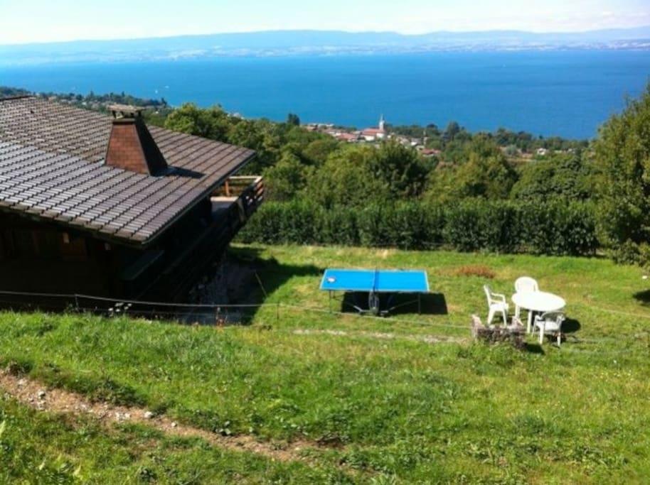 Le chalet, au dessus de Lugrin, domine le lac faisant face à Lausanne