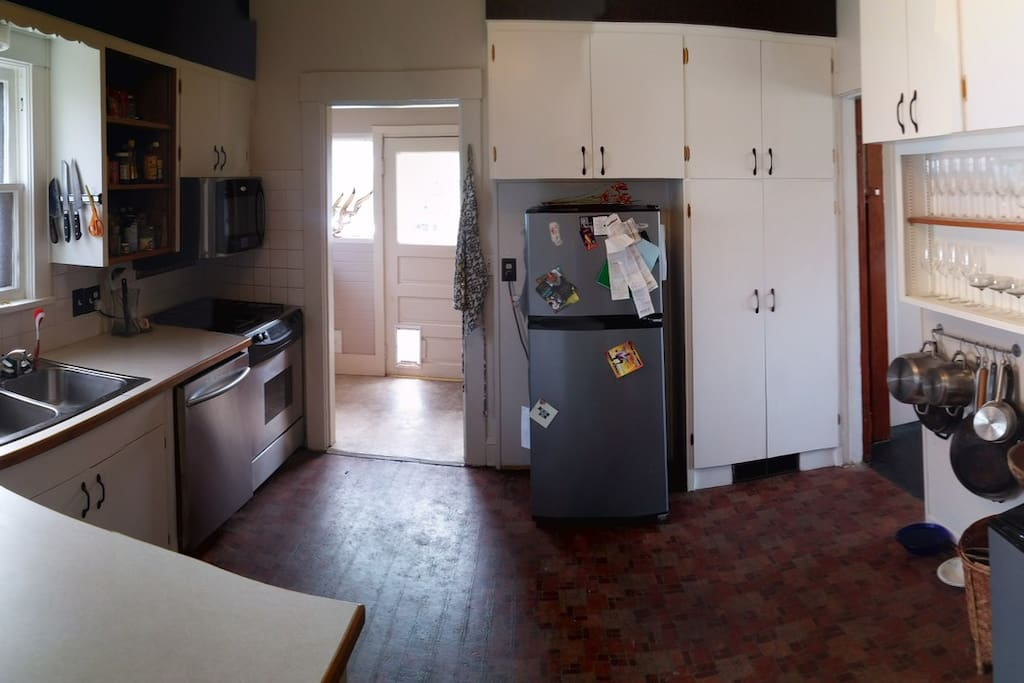 Full service kitchen with gas range/oven