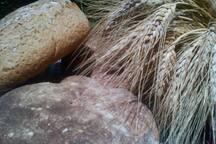 Doğal karakılçık buğdayımızdan ekşi maya ekmeğimiz ile kahvaltı