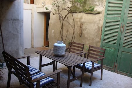 Stunning Courtyard Villa - Olonzac