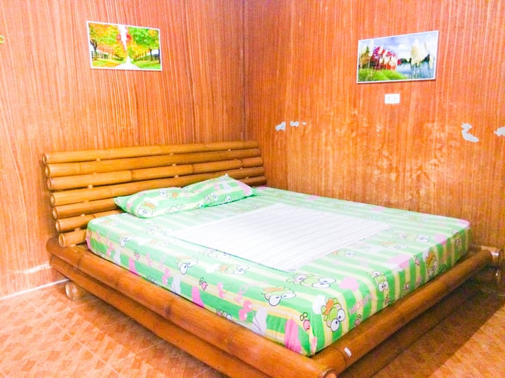 KING Size Bed Budget Room in Alona Beach-RM 109