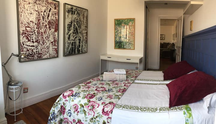 Luxurious Room In The Heart Of The Old Town. 2
