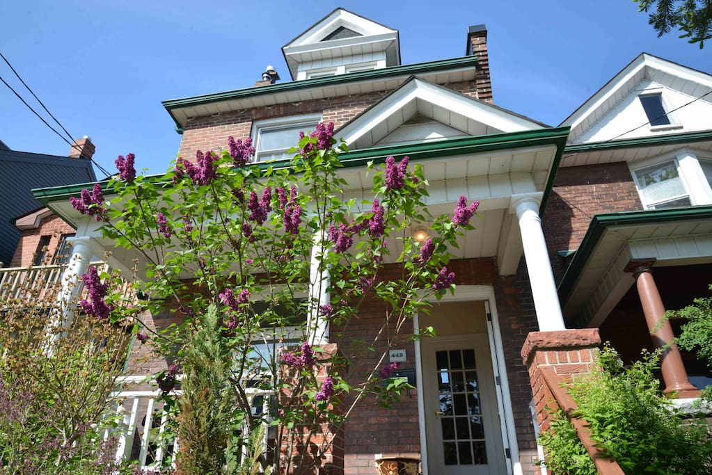 Lovely detached home in Little Italy.