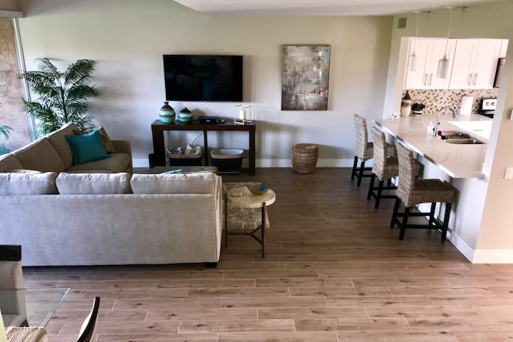 Lux Ironwood CC Condo - Golfers choice!