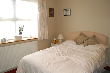 Cosy double bedroom - Langtoft