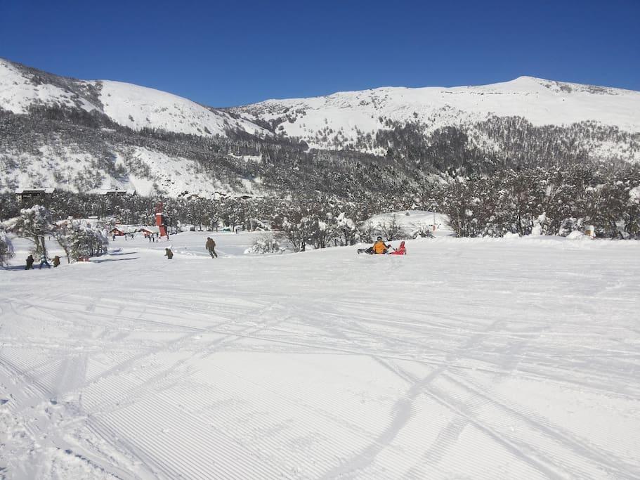 Cancha de golf, transformada en pista de ski en invierno
