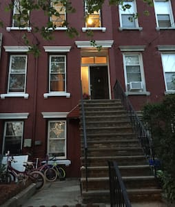 Cozy Victorian brownstone NYC - Jersey City - Σπίτι