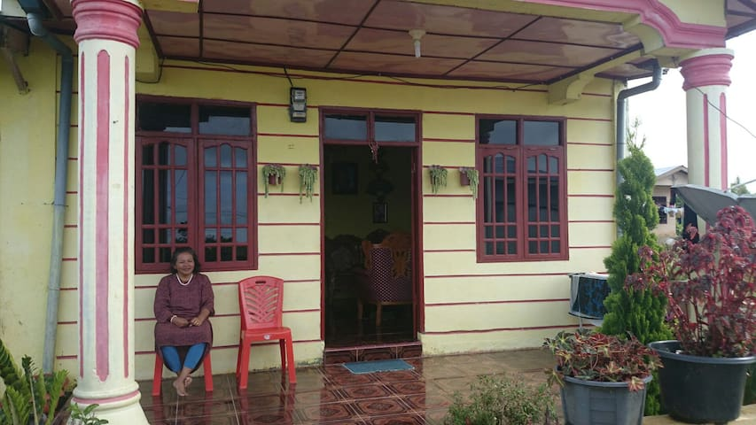 North Sumatra Mt. Village Homestay - Seribudolok - Maison