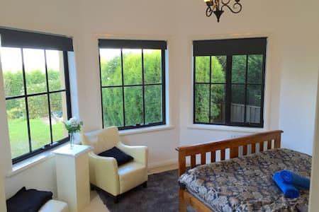 Poppins Room. Bowral Designer Home - Bowral - Dom