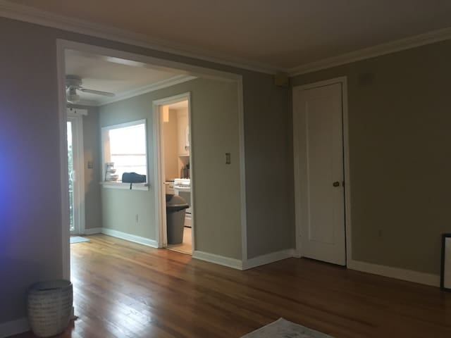 Spacious 1 bedroom near Dtown Red Bank.