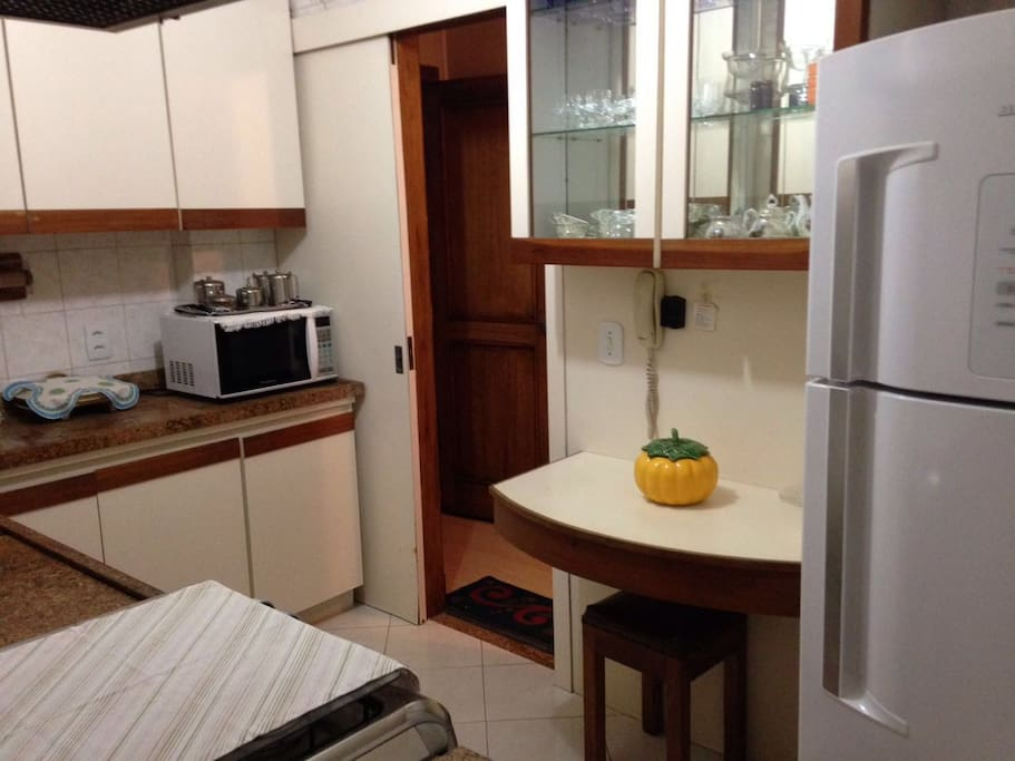 cozinha completamente equipada