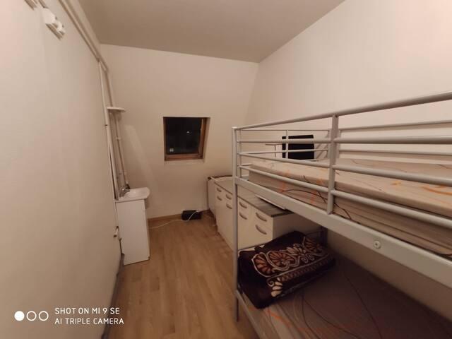 Chambre au 7 étages sans ascenseur Wc sur pallier