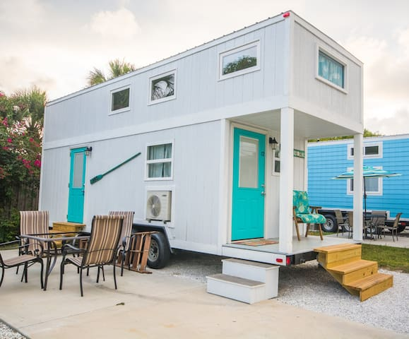Sand Dollar - A private master loft and open living space- Free WiFi