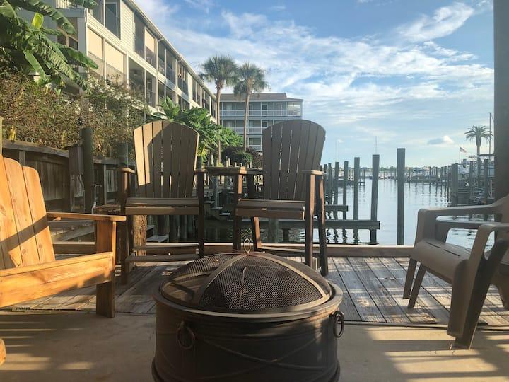Lakeside condo with breathtaking views