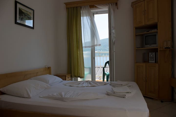 Villa BISS - balcony with sea view, at sea coast - Đenovići - Bed & Breakfast
