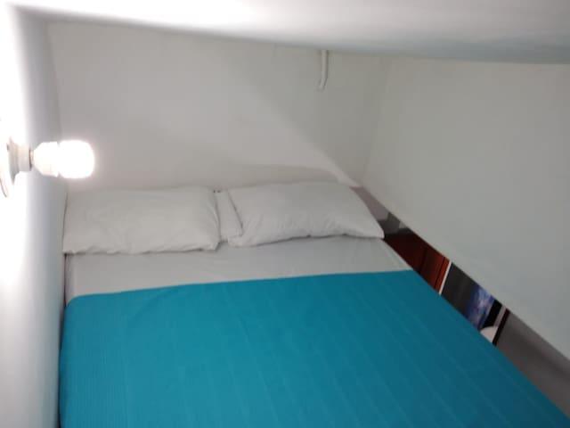 102.Habitación triple tipo apartaestudio Cent Hist