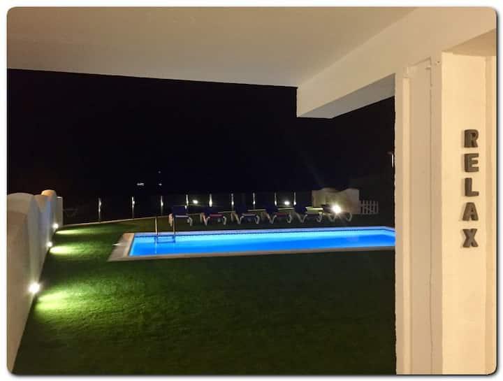 Casa de 4 habitaciones con piscina privada y vistas al mar